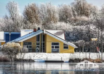 Haus am See - Winteransicht